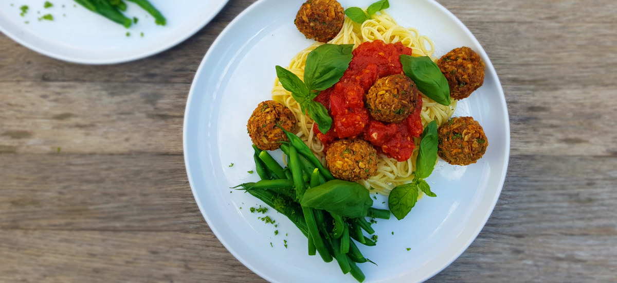Spaghetti and white bean meatballs with garlic green beans
