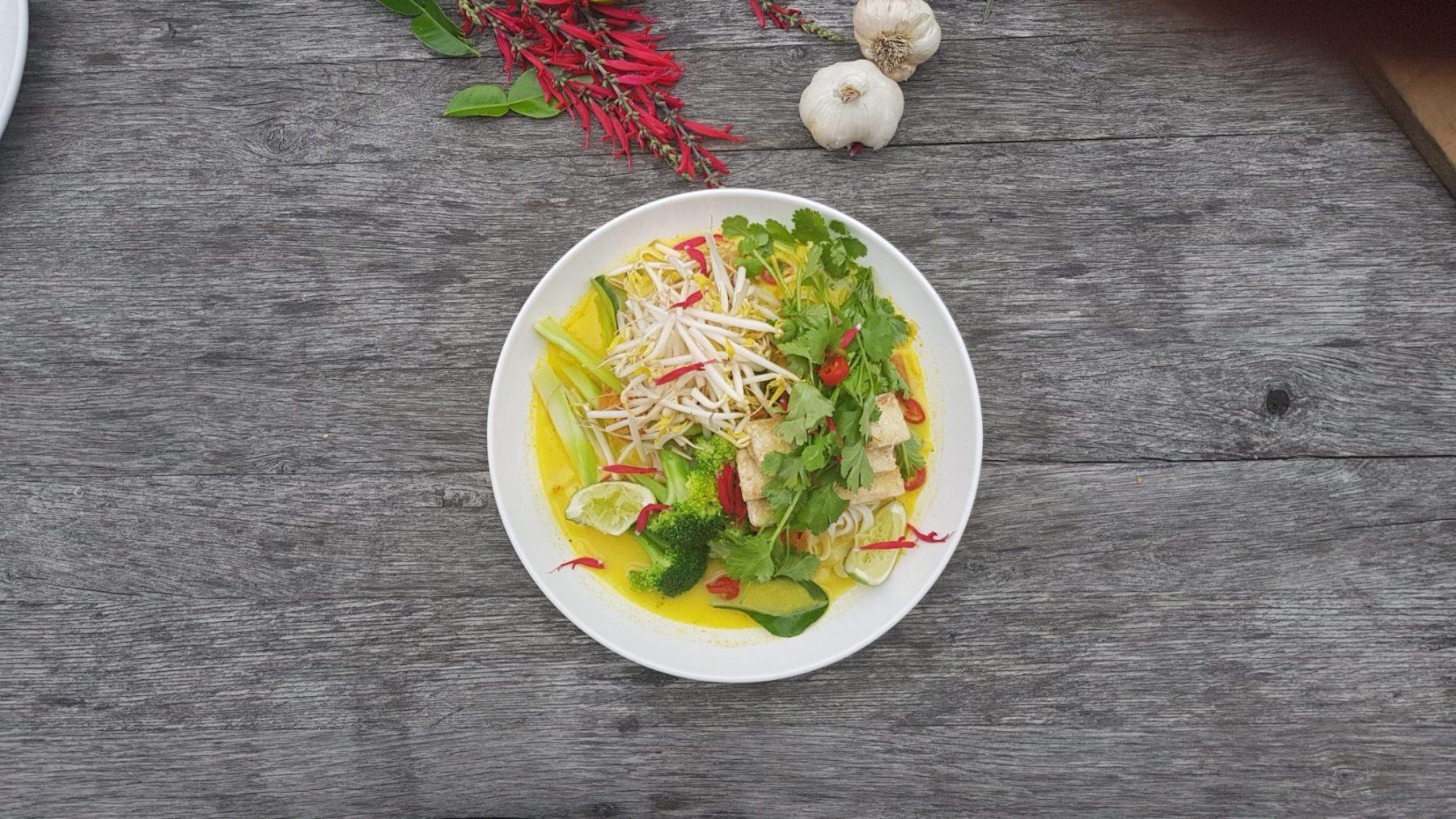 Laska with crispy tofu, broccoli, lime, bean sprouts and coriander